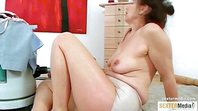 Seorang penari berusia 18 tahun bokep mom selingkuh jav masturbasi dan fucks teman di lantai dansa.