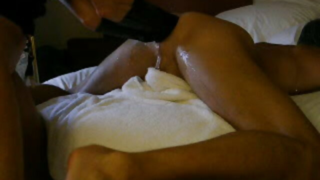 Sebuah kamera tersembunyi sex bokep jav difilmkan nudis di pantai Abkhazia.