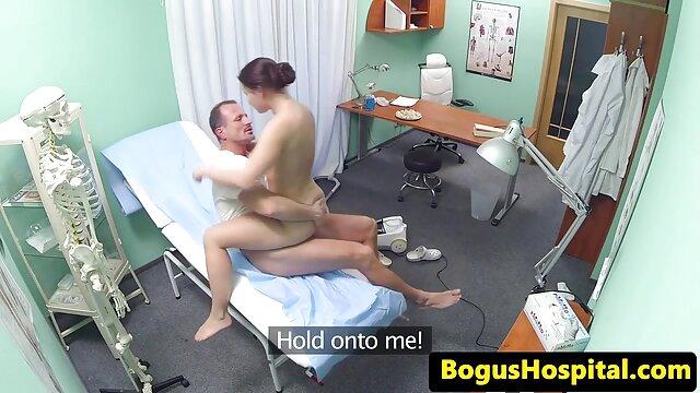 Orang tua botak bokep jav full durasi Menjilat vagina seorang gadis dan menidurinya dengan vagina ketat.
