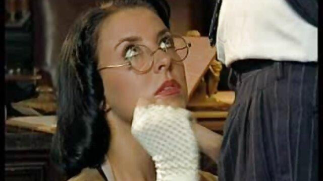 Eksibisionis ibu Sofie Marie dipalu oleh bokep movie jav ayam hitam di rumah