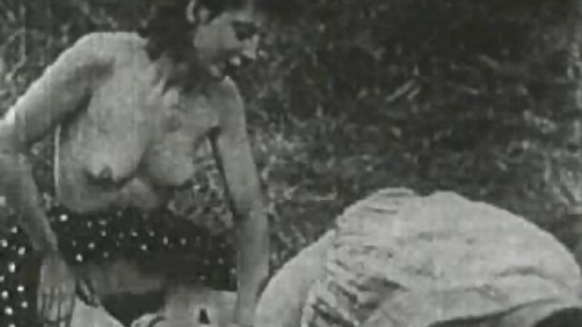 Ayah bokeb jev melihat anak telanjang di kamar mandi dan menidurinya.