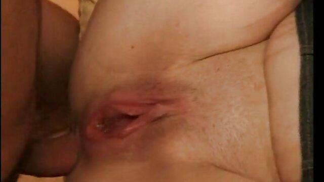 The bokep jav full movie brunette memiliki orgasme dengan masturbasi dan dildo melalui lubang