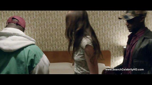 Bokong Emily Willis menggunakan sepatu Manuel video jav toge Ferrara.
