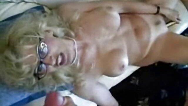 Pesta bokep barat jav seks Rusia mabuk di kamar mandi dengan pria dan wanita