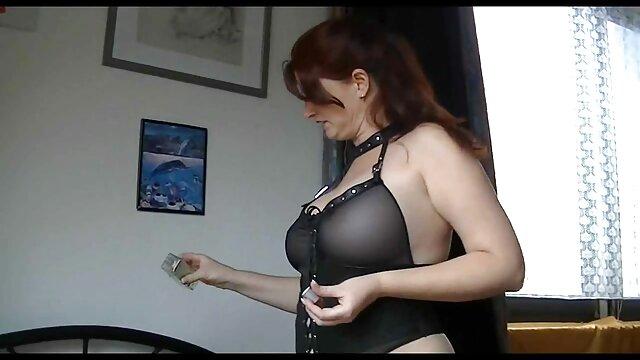 Euro Stunner Roxy punya jav korea selingkuh air mancur di payudaranya.