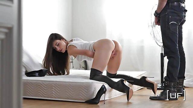 Bos menghukum sekretaris dengan bercinta di bokep xxx jav kantor.