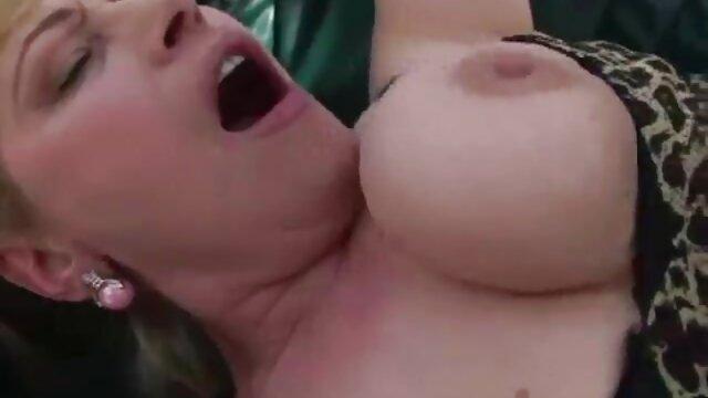 Nenek dengan payudara droopy mencium video bokep jav kualitas hd lonceng dari seorang pemuda sebelum seks.