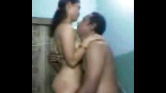 suaminya berbagi Sarah dengan free jav bokep Buddy.